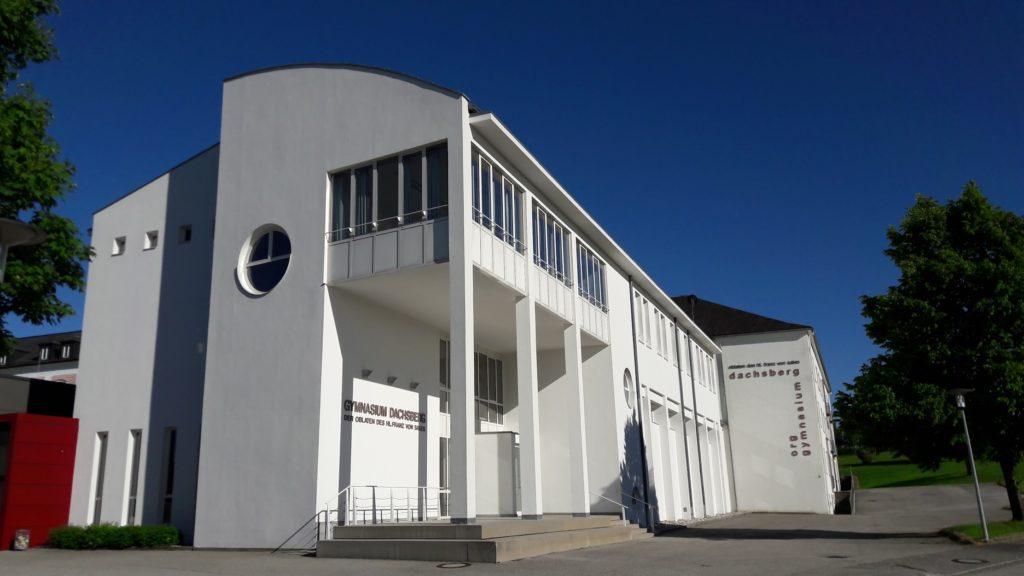 Außenansicht des Schulgebäudes