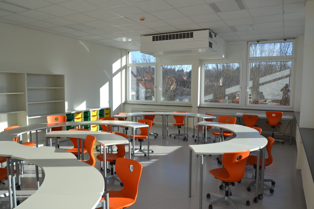 Leeres Klassenzimmer der NMS Pinkafeld.