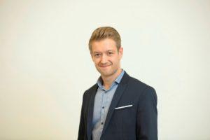 Portraitfoto von Florian Brand.